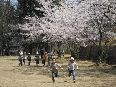大阪市・橋下市長の小中学生の「留年」って、子どもを「想う」って...?